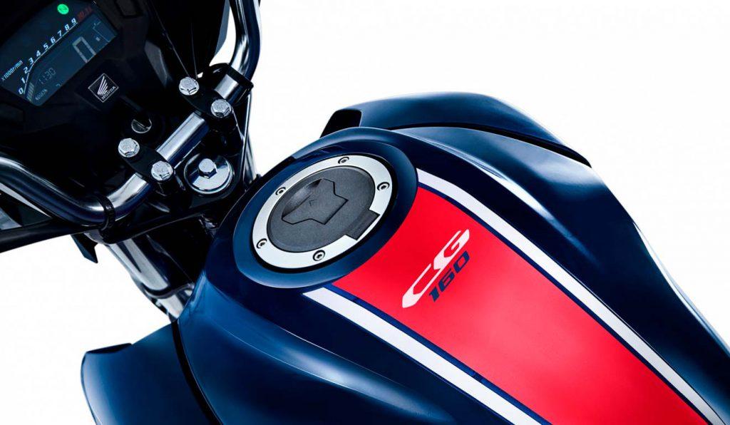 Titan-azul-escuro-detalhe-tanque